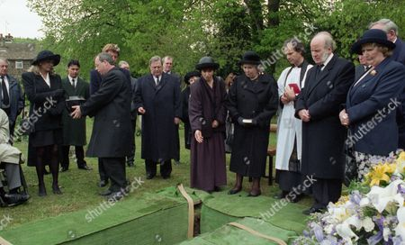 The day of Joe Sugden's funeral - With Kim tate, as played by Claire King ; Frank tate, as played by Norman Bowler ; Alan Turner, as played by Richard Thorp ; Sarah Sugden, as played by Alyson Spiro ; Annie Sugden, as played by Sheila Mercier, and Amos Brearly, as played by Ronald Magill. (Ep 1983 - 20th June 1995).