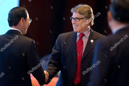 Zhang Gaoli, Rick Perry Chinese Vice Premier Zhang Gaoli, left, shakes hands with U.S. Energy Secretary Rick Perry during the opening ceremony of an international clean energy conference in Beijing . China in recent years overtook the U.S. as the world leader in renewable power development. But it has also struggled to integrate its sprawling wind and solar facilities into an electricity grid still dominated by coal-fueled power plants