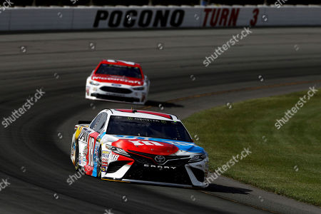Kyle Busch, Ryan Blaney Kyle Busch, bottom, leads Ryan Blaney through Turn 3 during qualifying for Sunday's NASCAR Cup Series Pocono 400 auto race, in Long Pond, Pa. Busch won the pole