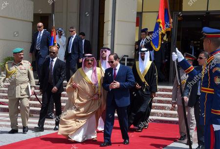 Egyptian President Abdel Fattah Sisi bids farewell to King of Bahrain Hamad bin Issa al-Khalifa at Cairo International Airport