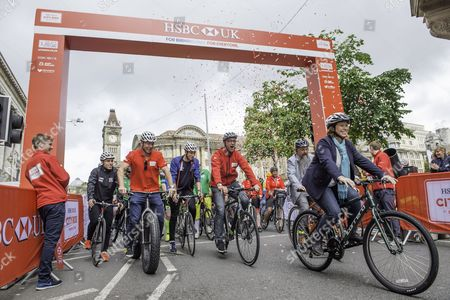 Ryan Owens, Sir Chris Hoty, Joe Truman, HSBC's Giles Morgan, British Cycling CEO Julie Harrington, Birmingham Council's Stewart Stacey, Joanna Rowsell Shand & Jack Carlin set off and open the Birmingham HSBC UK City Ride.