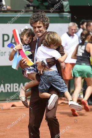 Gustavo Kuerten and children