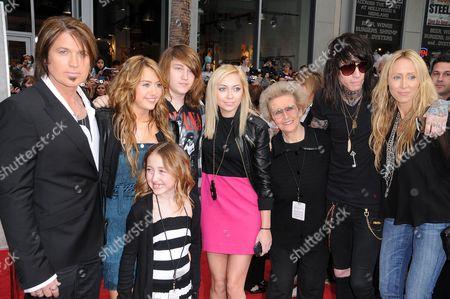 Billy Ray Cyrus, Miley Cyrus, Noah Cyrus, Braison Cyrus, Brandi Cyrus, guest, Trace Cyrus, Tish Cyrus