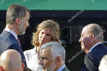 Spanish King Felipe VI (L) next to his father Juan Carlos (R) and Cotec Foundation's president Cristina Garmendia (C) during the presentation of the Cotec Foundation report held at Vicente Calderon stadium in Madrid, Spain, 12 June 2017. The Cotect Foundation report is an analysis of the innovation as economical motor of society.