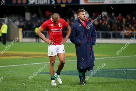 Jonathan Joseph  look dejected as he leaves the field following the one point loss to the Highlanders