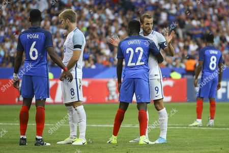 Harry Kane of England is held by Samuel Umtiti of France