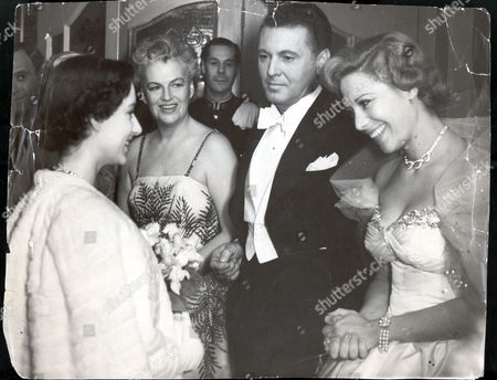 Princess Margaret 1950 14/11/50 The Royal Command Variety Performance At The London Palladium Princess Margaret Chats With Dinah Shore At The Royal Variety Show While Allan Jones And Gracie Fields Look On.
