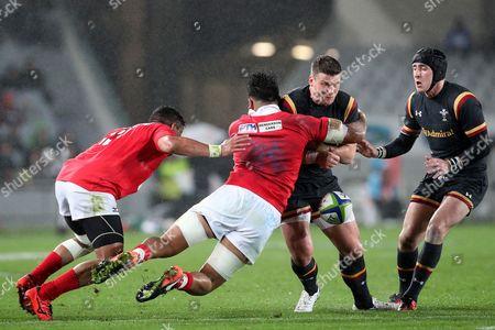 Scott Williams is tackled by Valentino Mapapalangi