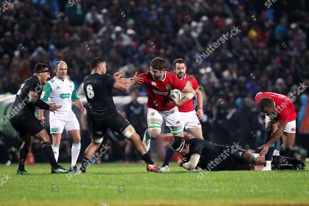 Iain Henderson is tackled by Tom Franklin and Liam Messam