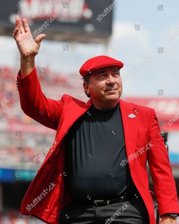 Former Cincinnati Reds player Johnny Bench waves to the crowd as he attends statue dedication ceremonies for teammate Pete Rose before a baseball game between the Cincinnati Reds and the Los Angeles Dodgers, in Cincinnati