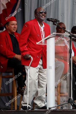 Former Cincinnati Reds player Joe Morgan attends a statue dedication ceremony for teammate Pete Rose before a baseball game between the Cincinnati Reds and the Los Angeles Dodgers, in Cincinnati