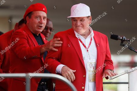 Former Cincinnati Reds player Pete Rose, right, attends his statue dedication ceremony before a baseball game between the Cincinnati Reds and the Los Angeles Dodgers, in Cincinnati
