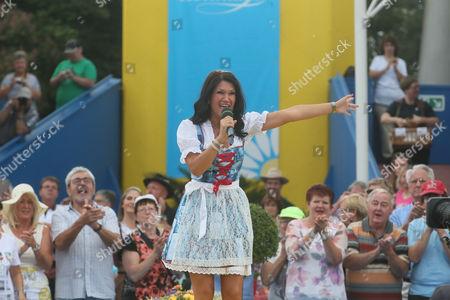 Antonia aus Tirol