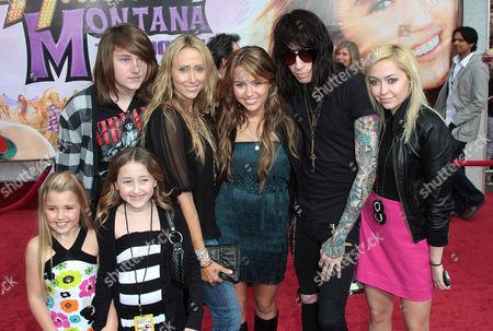 Braison Cyrus, Noah Lindsey Cyrus,Tish Cyrus,  Miley Cyrus, Trace Cyrus and Brandi Cyrus