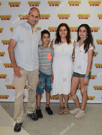 Nina Wadia, Raiomond Mirza and children