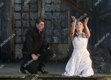 Jonathan McGovern as Pelleas, Andrea Carroll as Melisande