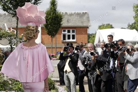 , Royal Ascot, GB, Fashion on Ladies Day, photographers have a focus on actress Natalia Kapchuk.