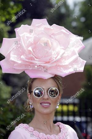, Royal Ascot, GB, Fashion on Ladies Day, actress Natalia Kapchuk well dressed at the racecourse.