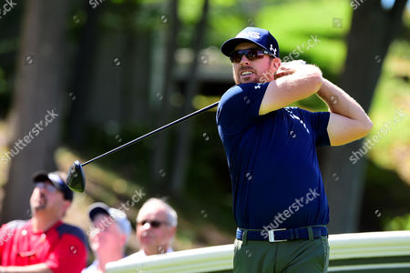 Hunter Mahan, of the United States, plays his shot from the 18th tee during the first round of the PGA Travelers Championship golf tournament held at TPC River Highlands in Cromwell CT