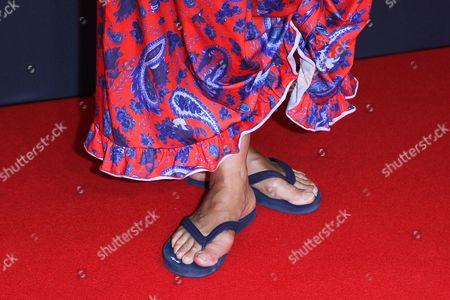 Irina Wanka mit Flip Flop,