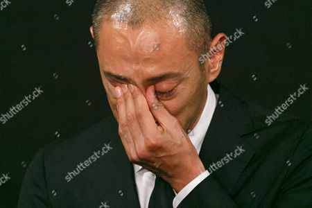 Ichikawa Ebizo XI cries during a news conference