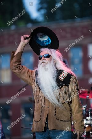 William Lee Golden of the Oak Ridge Boys performs on Main Street to a crowd of 8,000 fans
