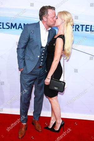 Jenke von Wilmsdorff mit partner Mia