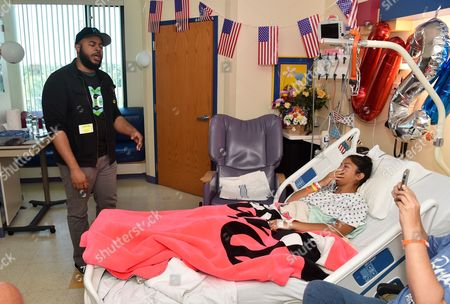 Madisen Ward with patient at Children's Mercy Hospital