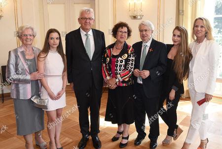 Mutter von Britta, Lena Elstner, Ministerpräsident Winfried mit Gerlinde Kretschmann, Frank Elstner, Enya and Britta Elstner