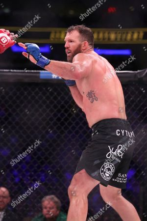 Ryan Bader, Phil Davis Ryan Bader, left, in action against Phil Davis in a mixed martial arts bout for the light heavyweight title at Bellator 180, in New York. Bader won via decision to win the title