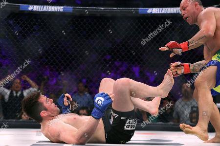 Chael Sonnen, Wanderlei Silva Chael Sonnen fends off Wanderlei Silva, of Brazil, during a mixed martial arts bout at Bellator 180 early, in New York. Sonnen won via unanimous decision