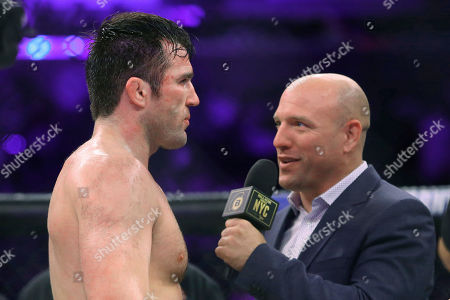Chael Sonnen, Jimmy Smith Chael Sonnen is interviewed by announcer Jimmy Smith after defeating Wanderlei Silva during a mixed martial arts bout at Bellator 180 early, in New York. Sonnen won via unanimous decision