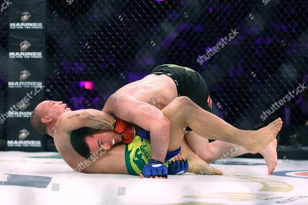 Chael Sonnen, Wanderlei Silva Wanderlei Silva, of Brazil, grabs the neck of Chael Sonnen during a mixed martial arts bout at Bellator 180 early, in New York. Sonnen won via unanimous decision