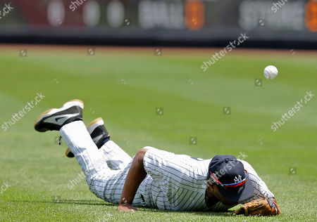 Former New York Yankees player Willie Randolph misses a catch during Old-Timers' Day at Yankee Stadium, in New York