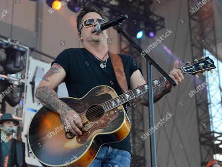 Gary Allan performs during the Country LakeShake music festival in Chicago, Illinois