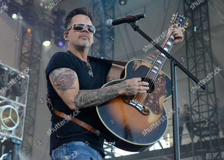 Stock Image of Gary Allan performs during the Country LakeShake music festival in Chicago, Illinois