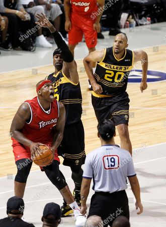 Al Harrington, Stephen Jackson, Brian Cook Trilogy's player co-captain Al Harrington, left, looks for his shot as Killer 3's player co-captain Stephen Jackson (5) defends with Killer 3's Brian Cook (20) looking on during the first half of Game 4 in the BIG3 Basketball League's debut, at the Barclays Center in New York