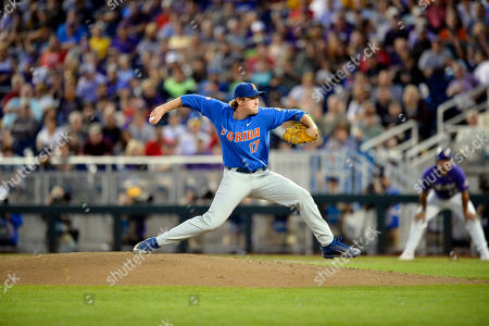 Florida pitcher Michael Byrne (17) throws in the eighth inning of Game 1 of the NCAA College World Series baseball finals against LSU in Omaha, Neb