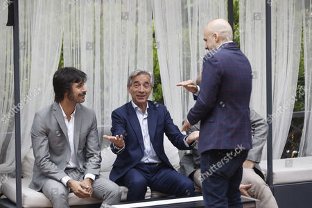Argentinian film director Lucas Figueroa (R), chats with Spanish actors Hugo Silva (L) and Imanol Arias (C) during the presentation of their film 'Despido Procedente' (Fair Dismissal) in Madrid, Spain, 27 June 2017. The film opens in Spanish cinemas on next 30 June 2017.