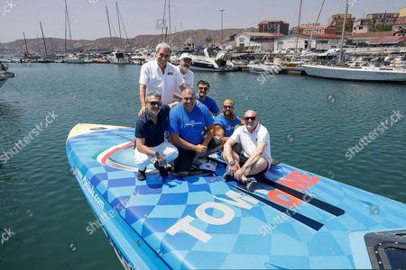 Maurizio Scapeci, the International President of Motonautica Raffaele Chiulli, the President of Crotone Calcio Gianni Vrenna, the Mayor Ugo Pugliese,  Mimmo Mazza of the Yacht Club Crotone and crew