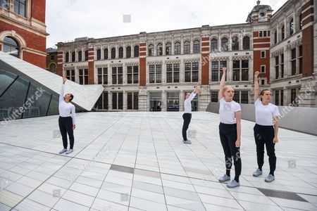 Julie Cunningham & Company perform in the Sackler Courtyard at the V&A Museum