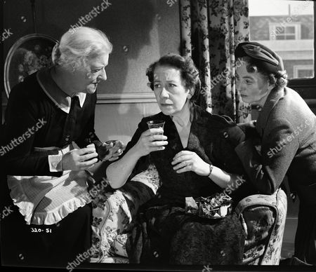 Hilda Barry (Ellen), Flora Robson (Olivia Chesney), Catherine Lacey (Angela Chesney)