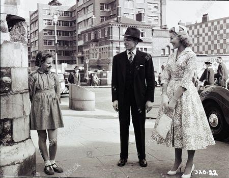 June Archer (Lovejoy Mason), Lyndon Brook (Charles), Susan Beaumont (Liz)
