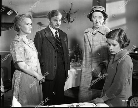 Barbara Mullen (Mrs. Vincent), David Kossoff (George Vincent), Flora Robson (Olivia Chesney), June Archer (Lovejoy Mason)