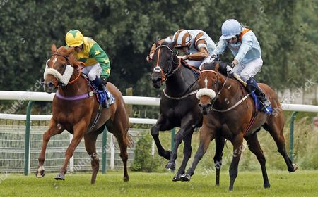Stock Photo of ZAPPER CASS (centre, Josh Doyle) beats LEXINGTON TIMES (right) and SOCIALITES RED (left) in The 32Red Handicap Nottingham
