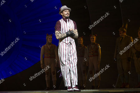 Neil McDermott (Chief Weasel) during the curtain call