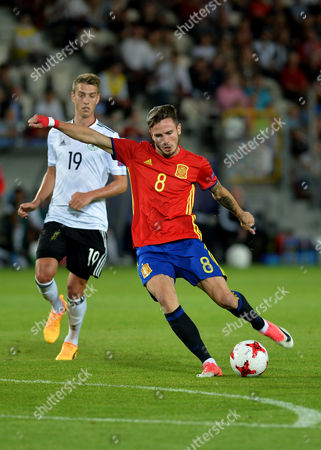 Saul Niguez Esclapez of Spain and Janik Haberer of Germany