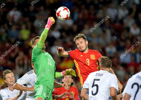 Julian Pollersbeck of Germany Saul Niguez Esclapez of Spain