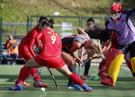 China's Zixia Ou (L) and Dutch Charlotte Vega (R) vie for the ball during the women's Hockey World League final match between China and The Netherlands in Brussels, Belgium, 02 July 2017.