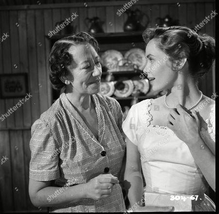 Flora Robson (Donna MacKenzie), Betta St John (Joanna)